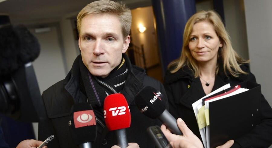 Kristian Thulesen Dahl og Marie Krarup. Her ses de ifm. forsvarsforhandlingerne i 2012.