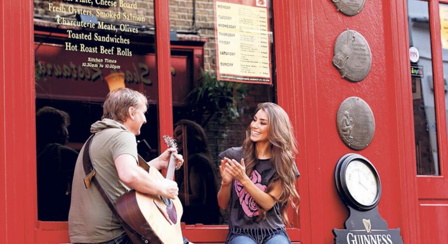 Musik og hygge i det traditionsrige Temple Bar. Foto: Jonas Pröschold og Flickr.com