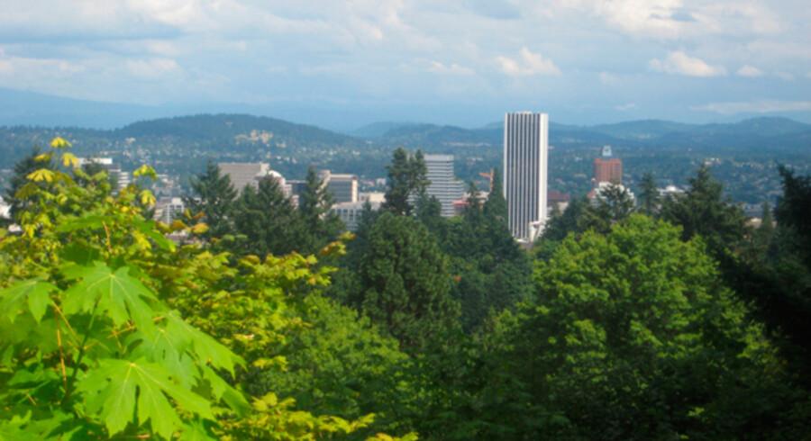 Byen Portland, Oregon set fra den japanske have.