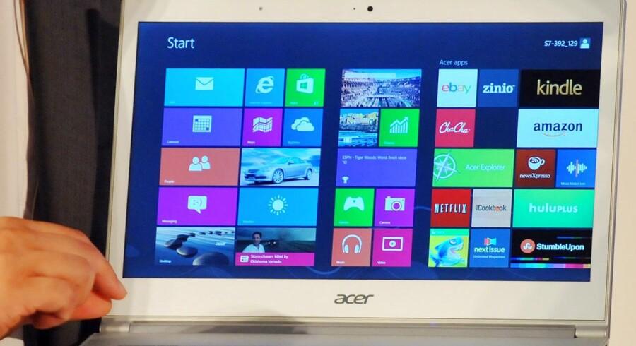 Et af kritikpunkterne ved Windows 8 har været, at det er alt for rettet mod computere med trykfølsomme skærme. Det retter Microsoft - blandt meget andet - nu op på med en ny servicepakke, som kommer til april men slap ud ved en fejltagelse. Arkivfoto: Mandy Cheng, AFP/Scanpix