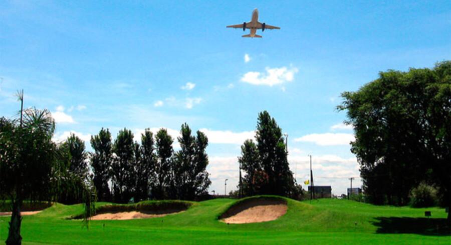 Måske det her bliver synet, når Schiphol lufthavn i Holland åbner deres egen golfbane i 2012. Her er det en golfbane tæt ved lufthavnen i Buenos Aires, Argentina.