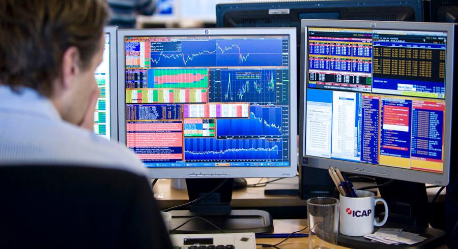 Rundtosset aktiemarked ender mandag i største stigning Det danske aktieindeks C20 Cap lukkede mandag med en stigning på 5, 1 i kurs 952. Det er den største stigning på en enkelt dag, siden indekset åbnede i 2013.Sr RB 15.02.2016 kl.17.05 Arkivfoto: ARKIVFOTO af aktiehandel i Nordea- - Se RB 08-02-2016 17:39.Danske aktier tager historisk stort fald. Det danske C20 Cap indeks tager dramatisk fald på ugens første dag. Panikagtige scener, siger analytiker. Det danske C20 Cap indeks lukker med det største endagsfald i indeksets historie på 5, 4 procent i kurs 904, 79. (Foto: Jens Nørgaard Larsen/Scanpix 2016)