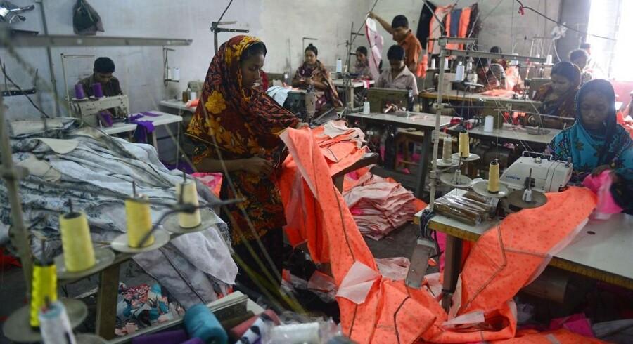 Flere danske virksomheder er kritiske over for en aftale om at forbedre forholdene i tekstilindustrien i Bangladesh, men de ventes alligevel at tilslutte sig den.