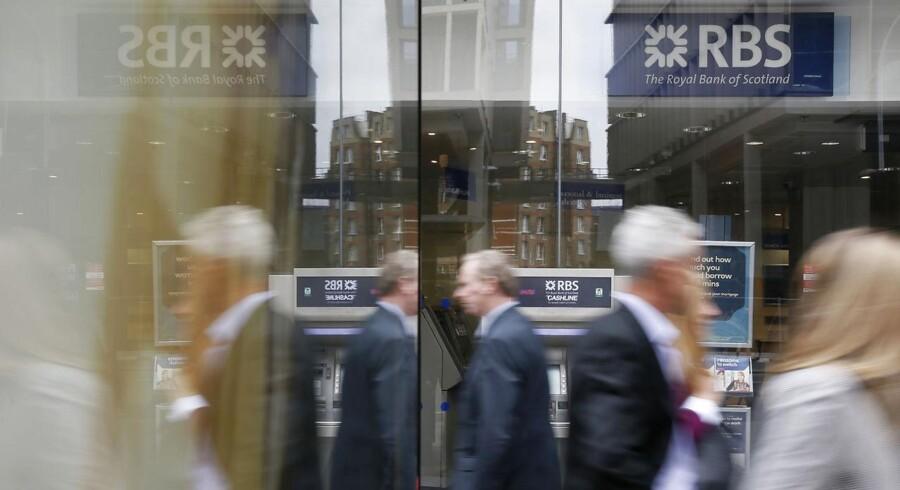 Royal Bank of Scotland rapporterede overraskende overskud i andet kvartal, hvilket primært var grundet salget af sin amerikanske forbrugerbank - Citizens Financial Group - og lavere omkostninger til fejl (misconduct costs).