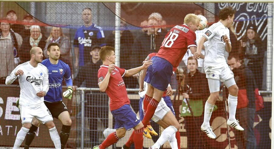 FC Vestsjælland (røde trøjer) tabte i maj til FCK, hvor dette billede kommer fra. FCV-nederlaget i denne kamp skulle have indbragt en tysk matchfixing-bande en million kroner.