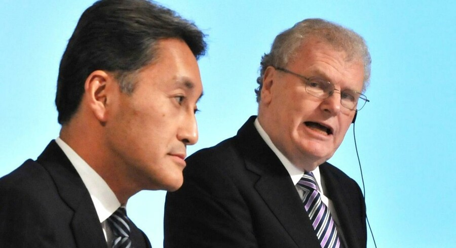 Sonys bestyrelsesformand og tidligere topchef, Howard Stringer (til højre), går nu på pension. Kazuo Hirai (til venstre), som tidligere var hans højre hånd, har i snart et år stået i spidsen for den japanske koncern, som han er i færd med at rydde op i. Arkivfoto: Kazuhiro Nogi, AFP/Scanpix
