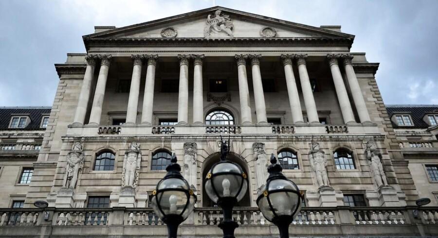 På rentemødet ventes Bank of England at fastholde sin ledende rente på 0,5 pct., men ifølge økonomer adspurgt af Bloomberg News ventes mindst to af de ni medlemmer af bankens pengepolitiske komité dog at stemme for en stramning på mødet.