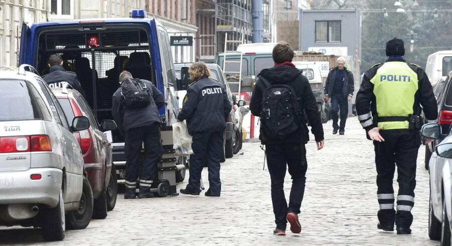 Politiet slog i marts til mod hashhandlen i Jægersborggade i København. Nu vil politiet beholde 24 af de anholdte bag tremmer.