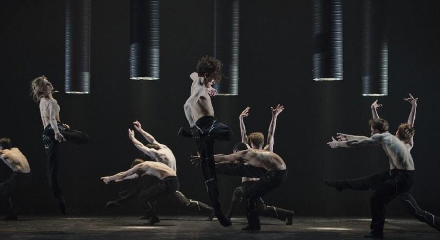 Den Kongelige Ballet i Alessandro Sousa Pereiras »Krash«. Foto: Henrik Stenberg