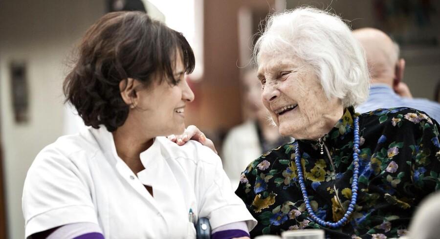 Ifølge Mette Rose Skaksens får den danske medicoindustri medvind, fordi der bliver stadigt flere ældre i alle dele af verden, at stadig flere lider af kroniske sygdomme, og at de lever med disse sygdomme i længere tid.