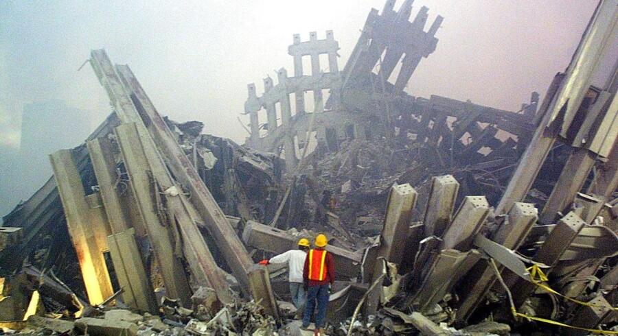 Redningsarbejdere ved World Trade Center den 11. September, 2001, i New York. Efter attentatet var amerikanerne offensive i ord og handling. Men siden er amerikanerne langsomt blevet mere skeptiske i forhold til at deltage i krige.