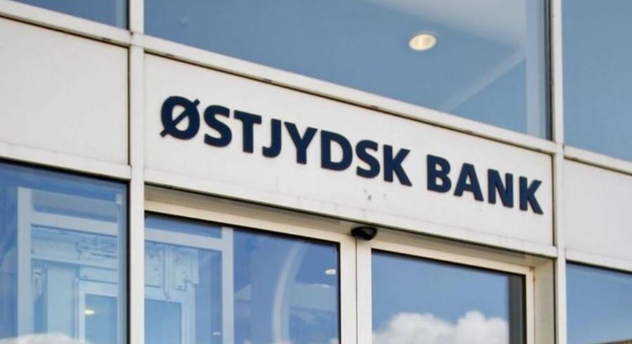 Østjydsk Bank sælger to filialer og nedskriver med 30 mio. kroner.