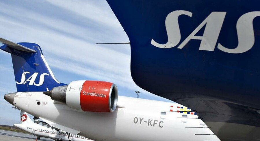 Omkring 430 svenske SAS-piloter varsler en total arbejdsnedlæggelse fra midnat natten mellem onsdag og torsdag.