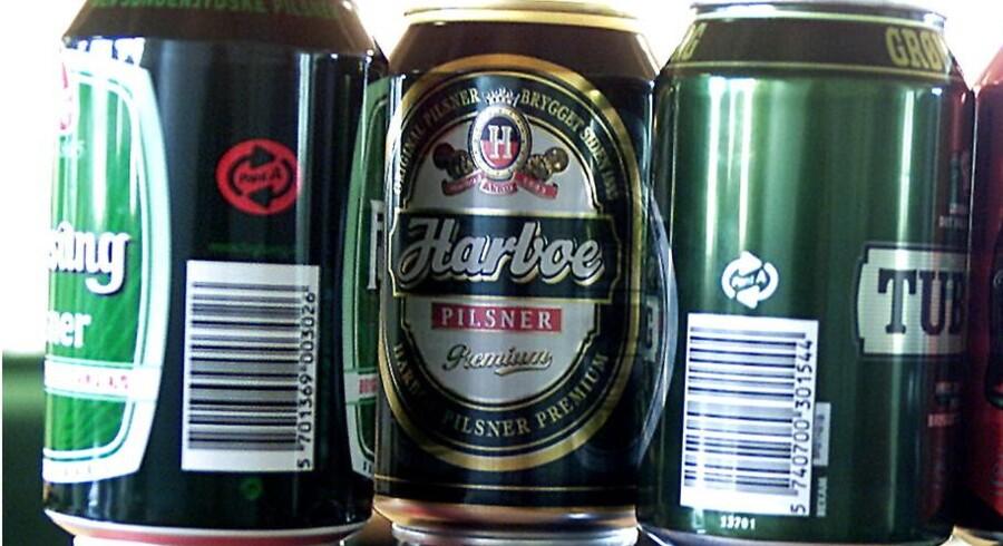 Den samme øl koster typisk mere, hvis den tappet på dåse i stedet for på flaske, viser et pristjek.