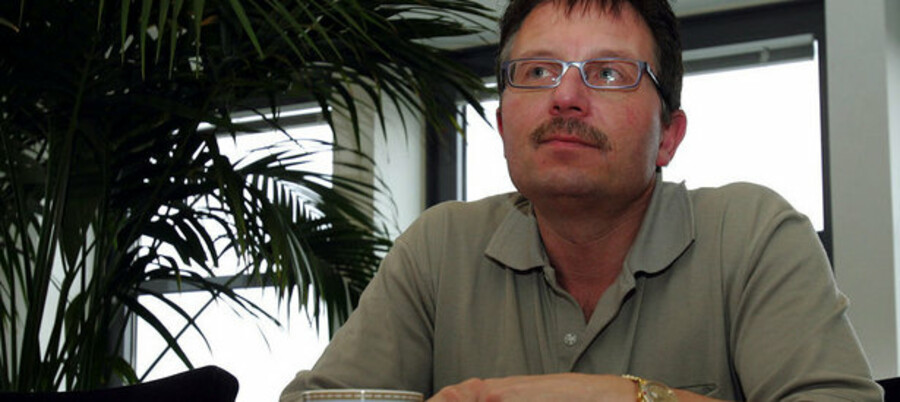 »Jeg er rasende. Vi har været i dialog med dem, og der blev fjernet et skur, men siden er der ikke sket noget,« siger borgmester Erik Lund om den Allerød-grund, som Steen Vela har efterladt.