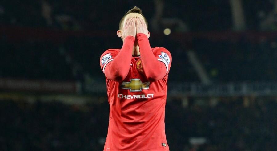 Adnan Januzaj og de andre Manchester United spillere er presset til at spille sig i Champions League næste år, efter de seneste tal fra klubben viser gigantisk gæld.