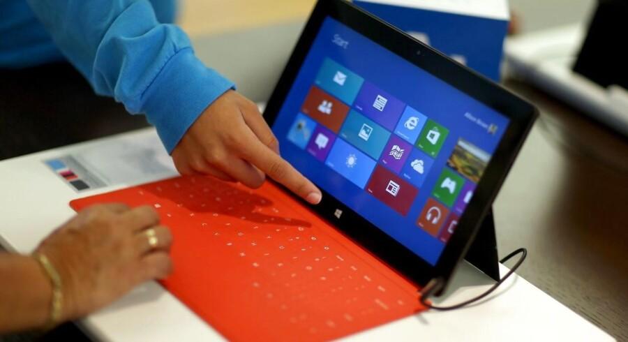 Windows 8 kæmper stadig med at gøre sig populær blandt brugerne, som er forvirrede over både at have en grafisk brugerflade med farvede fliser som i mobilverdenen og designet til trykfølsomme skærme samt det klassiske skrivebord. Nu er Windows 9 på vej. Arkivfoto: Joe Raedle, Getty/AFP/Scanpix