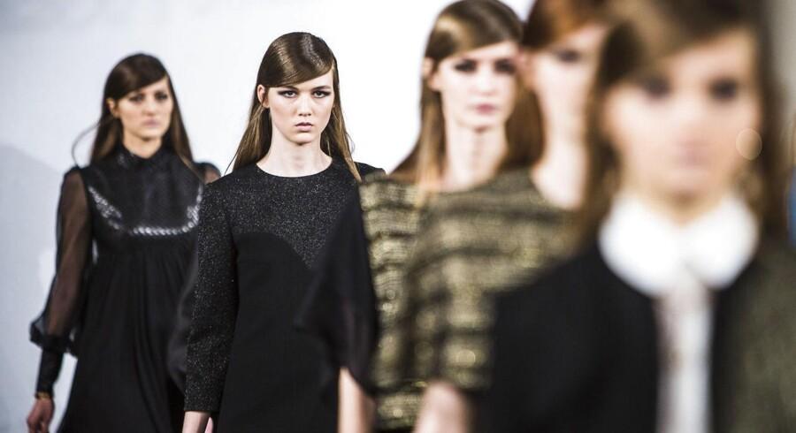 Yde modeshow på Hotel d' Angleterre torsdag d. 29 januar 2015 i forbindelse med Copenhagen Fashion Week. Det er den danske designer Ole Yde der står bag. Copenhagen Fashion Week 2015 Yde - D'Angleterre, Kongens Nytorv.