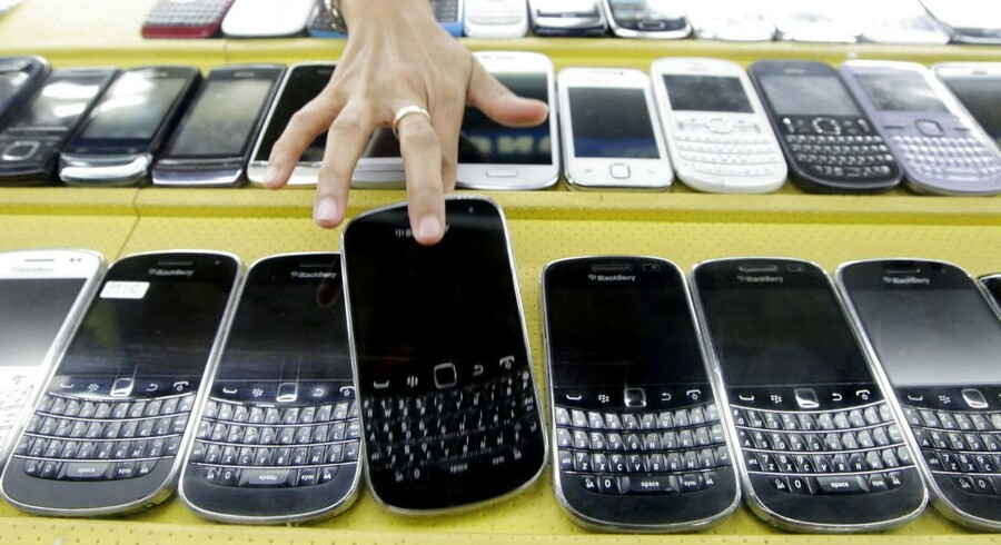 Blackberry-telefonerne var engang erhvervslivets foretrukne mærke. Nu går det trægt med salget af dem, men Blackberry håber at kunne genvinde erhvervsmarkedet. Arkivfoto: Bagus Indahono, EPA/Scanpix