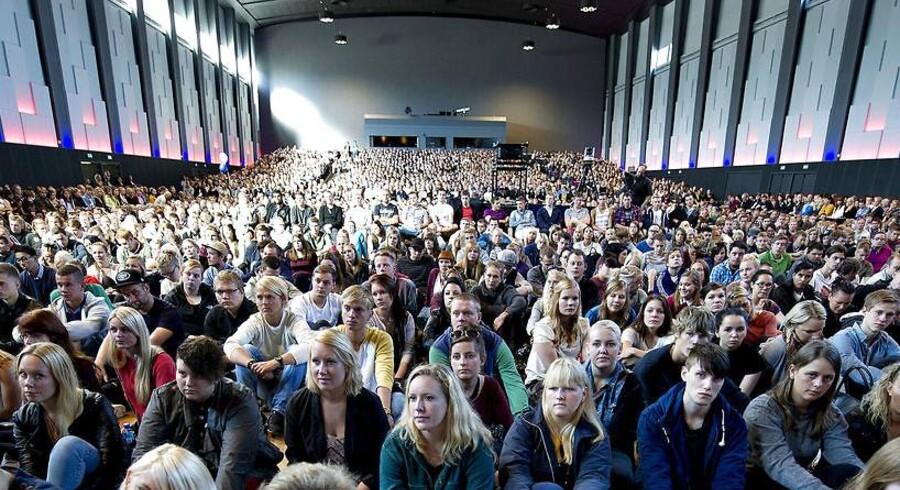 Hver tiende af de cirka 108.000 unge danskere i alderen 15 til 29 år er hverken i job eller i gang med en uddannelse.