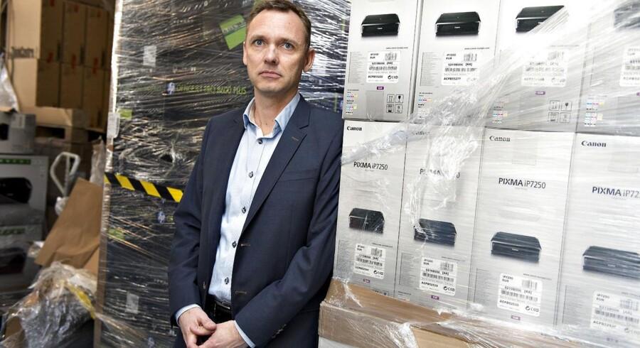 »Kunden havde sat patroner i og printet på den. Det betyder, at printeren bliver beskidt indvendig, når blækket sprøjter, så fra vores synspunkt er det en brugt printer, som vi ikke kan sælge som ny. Men fra Forbrugerklagenævnet lød det, at forbrugeren skulle have lov til at afprøve varen, og det er noget af en gråzone, som vi så bevæger os ind i,« siger Morten Duch, CEO i e-butikken Proshop, og formand for Foreningen for Online IT-forhandlere.