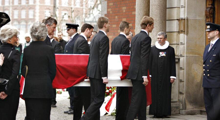 Kisten med afdøde Mærsk Mc-Kinney Møller ankommer til Holmens Kirke