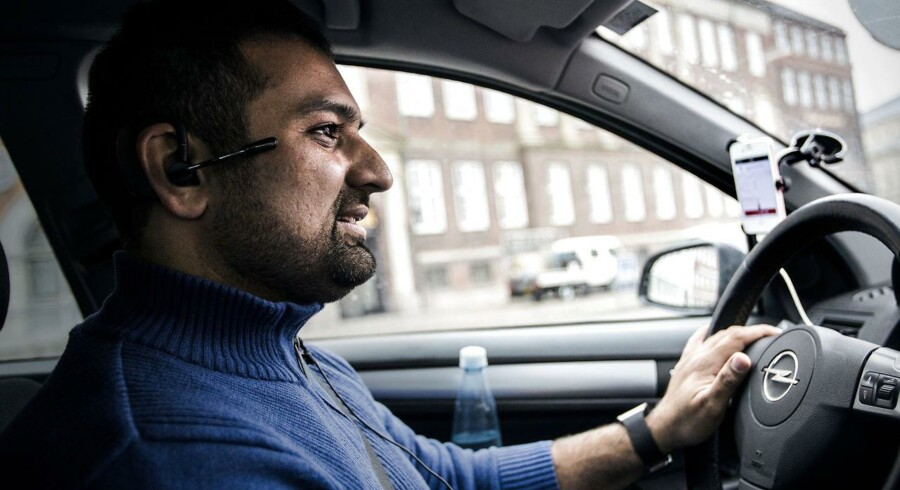 På tur med UBER-chauffør, Adeel, torsdag den 12 februar 2015. Han har kørt for firmaet i én måned og er meget glad for sit job. FOTO: Sophia Juliane Lydolph/Scanpix