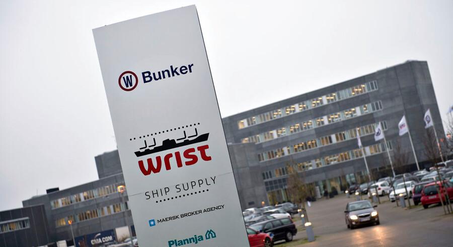 Medarbejderne på OW Bunker er samlet ved hovedkontoret i Nørresundby mandag morgen