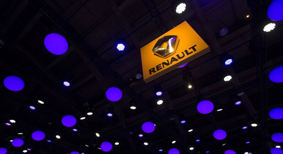 The logo of Renault is displayed from the ceiling of an exhibition hall during the Brussels International Auto Show January 22, 2015. The car show runs on Jan. 16-26. Picture taken January 22, 2015. REUTERS/Yves Herman (BELGIUM - Tags: TRANSPORT BUSINESS)