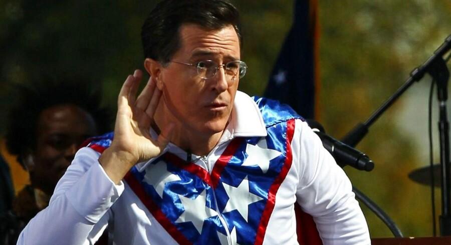 Steven Colbert skal være vært efter legenden David Letterman på The Late Night Show. Eksperter sige, han skal droppe alle rollerne, han har spillet som komiker, og være sig selv.