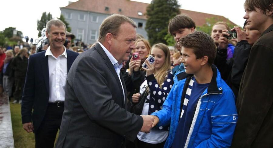 V-formand Lars Løkke Rasmussen hilser ved ankomsten til Vester Skerninge ved Ollerup torsdag d. 5 juni 2014 hvor han skal holde sin grundlovstale.