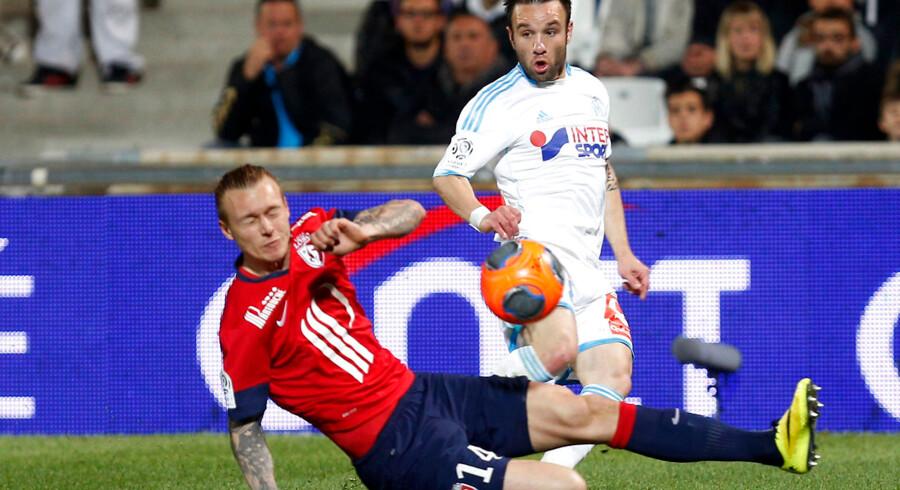 Simon Kjær her i kamp for Lille i Ligue 1 mod Marseille og Mathieu Valbuena.