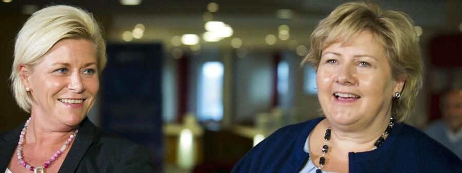 Regeringen kommer til at bestå af det konservative parti Høyre og det yderste højrefløjsparti Fremskrittspartiet. På billedet ses Erna Solberg, leder af Høyre, og Siv Jensen, leder af Fremskrittspartiet.