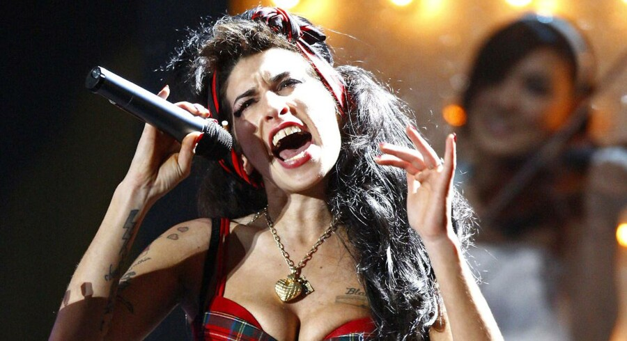 Den britiske sangerinde, Amy Winehouse, skaber igen overskrifter med sin opførsel.