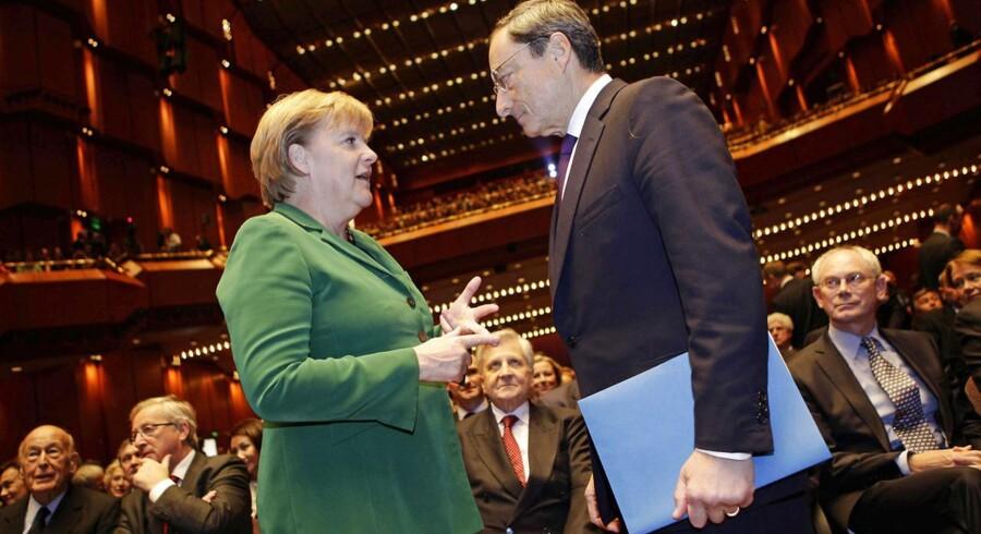 Merkel og Draghi i tæt samtale.