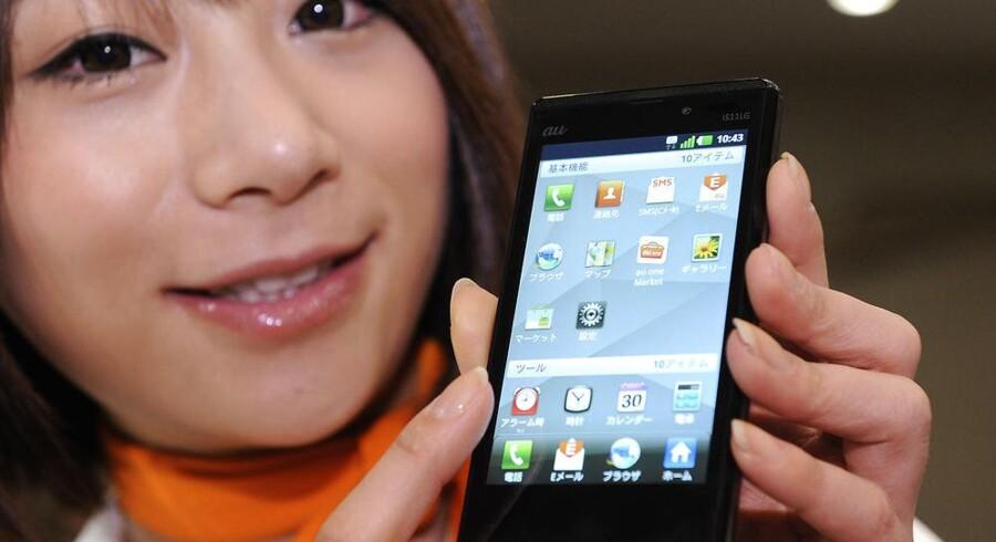 Samsungs Galaxy S II er den hidtil bedst sælgende mobiltelefon - nu kommer afløseren. Arkivfoto: Yoshikazu Tsuno, AFP/Scanpix