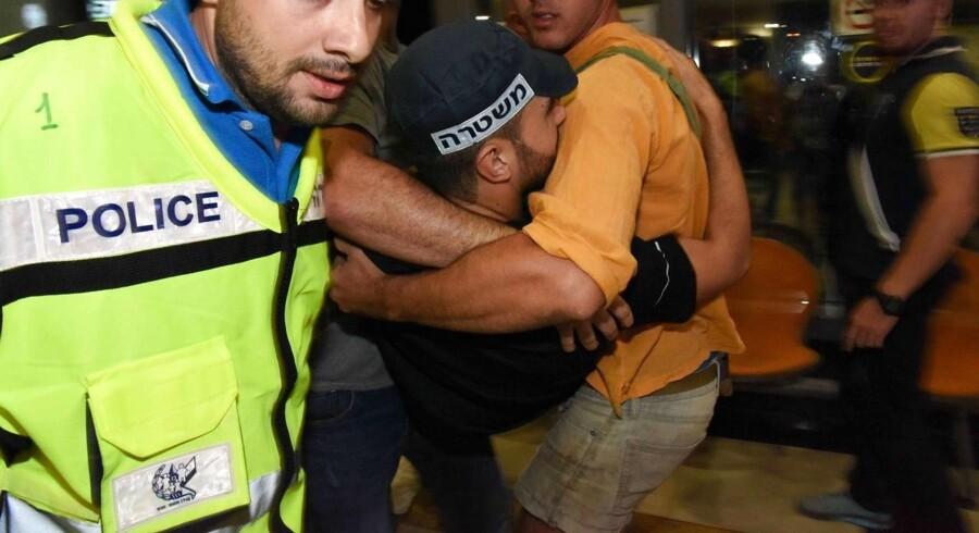 En mand har mistet livet, efter en menneskemængde i Israel angreb ham.