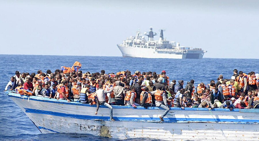 Næsten 4.500 bådflygtninge er reddet i land ud for Libyens kyst i løbet af lørdagen.