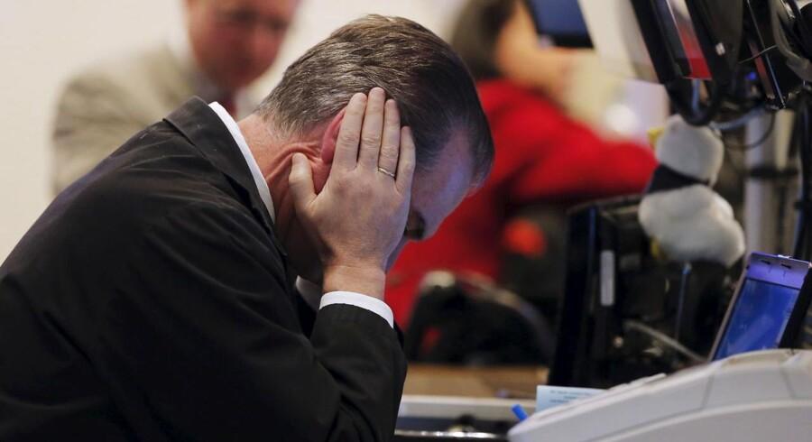 Aktiemarkederne bløder verden over onsdag. Kurserne er dybrøde lige meget, om investorer kaster blikket på Kina, Wall Street eller København. Dermed fortsætter kursfaldene, der startede allerede før jul. Det er resultatet er en udbredt nervøsitet over udviklingen i Kina og den geopolitiske uro, der truer med at spille kispus med forventningerne til 2016.