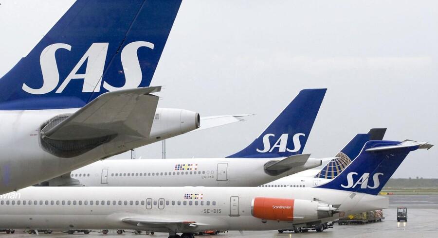 SAS går glip af besparelser på grund af et politisk hensyn til sine piloter i Norge og Sverige, lyder kritikken.