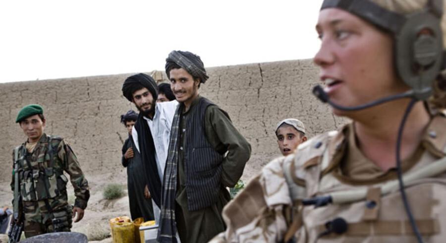 Kvinder er også soldater i vore dage. Kvinder er så vigtig en del af alle samfund, at der heller ikke kan skabes varige fredsløsninger uden kvinder ved forhandlingsbordene.