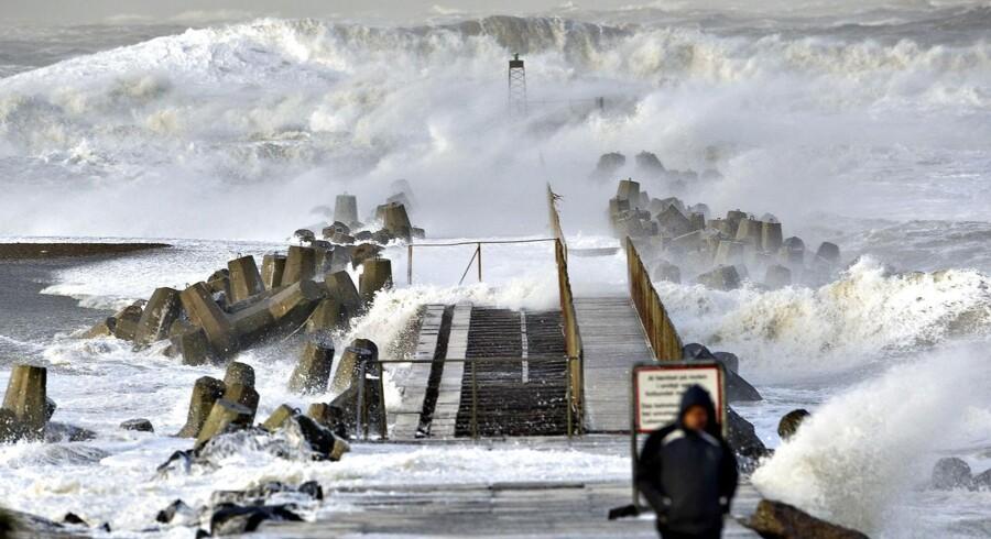 Arkivfoto af storm med vindstød af orkanstyrke ved Jyllands vestkyst, her Nr. Vorupør i Thy, fredag d. 9 december 2011.
