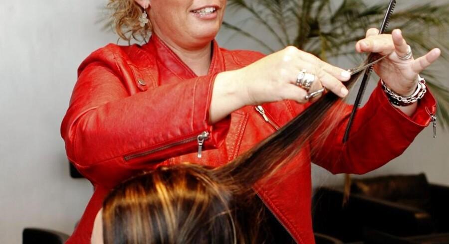 ARKIVFOTO. Hvorvidt mænd og kvinder skal betale det samme hos frisøren skal ikke være en sag for Ligebehandlingsnævnet at afgøre, mener Liberal Alliance.