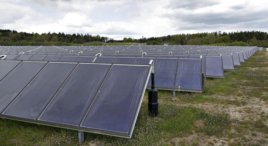 Ejere af solcelleanlæg i Danmark skal i dag betale en afgift, når de ikke bruger elnettet.
