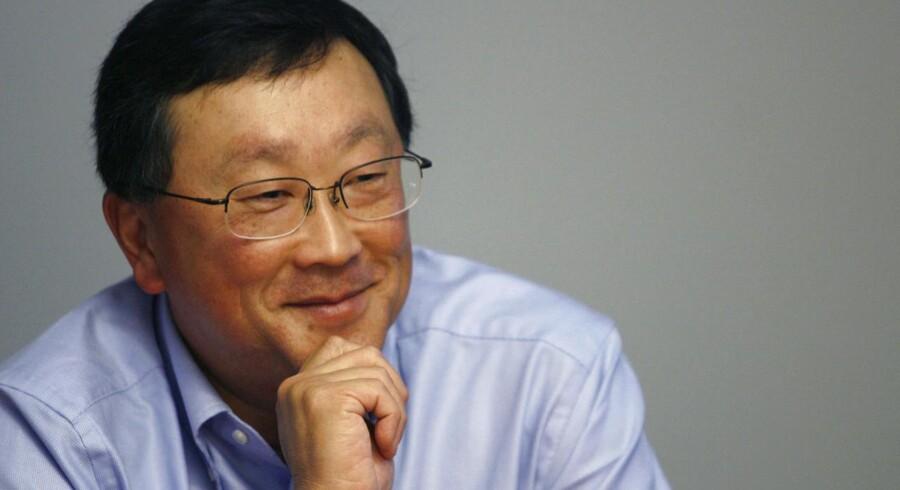 Blackberrys midlertidige topchef, John Chen, er gået usædvanligt hårdhændet til værks for at rette mobilproducenten op fra de økonomiske ruinter. Arkivfoto: Lucas Jackson, Reuters/Scanpix