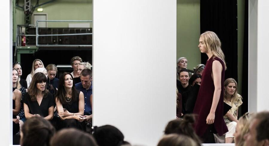Kronprinsesse Mary til modeuge i København med Ellen Hillingsø, hvor Malene Birger præsenterede kollektioner ved Copenhagen Fashion Week 2015. Foto: Simon Skipper.