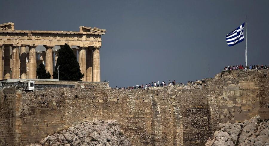 Når athenerne joker med, at de hver dag kaster et blik op mod Akropolis-højen for at sikre sig, at Parthenon-templet ikke er blevet solgt i løbet af natten, er det kun delvist for sjov. Et væld af statslige græske institutioner er nu sat til salg.