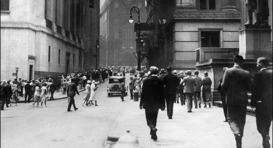 Aktiemarkedet på Wall Street i New York krakkede i oktober 1929. I løbet af en måned faldt Dow Jones-indekset med knap 45 procent.