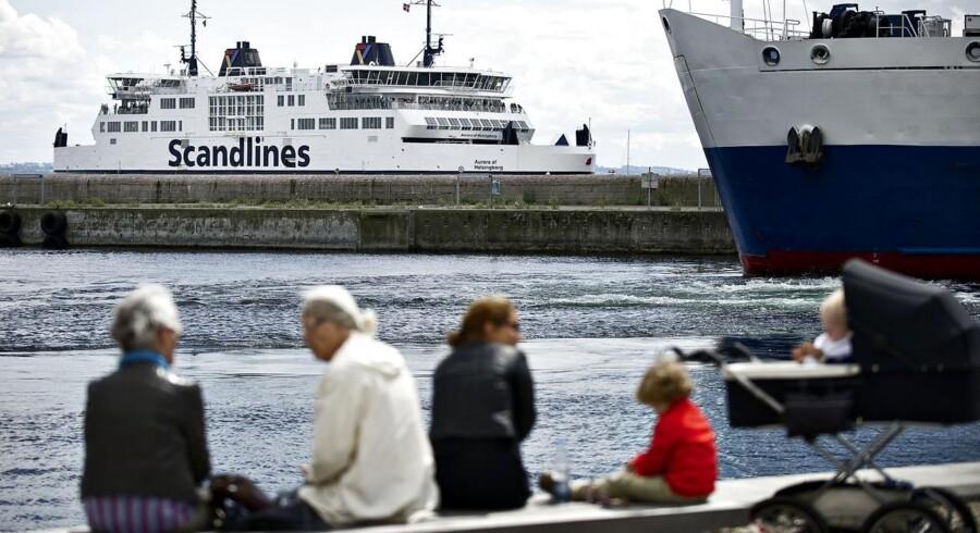 Færge fra Scandlines fotograferet fra havnen i Helsingør.