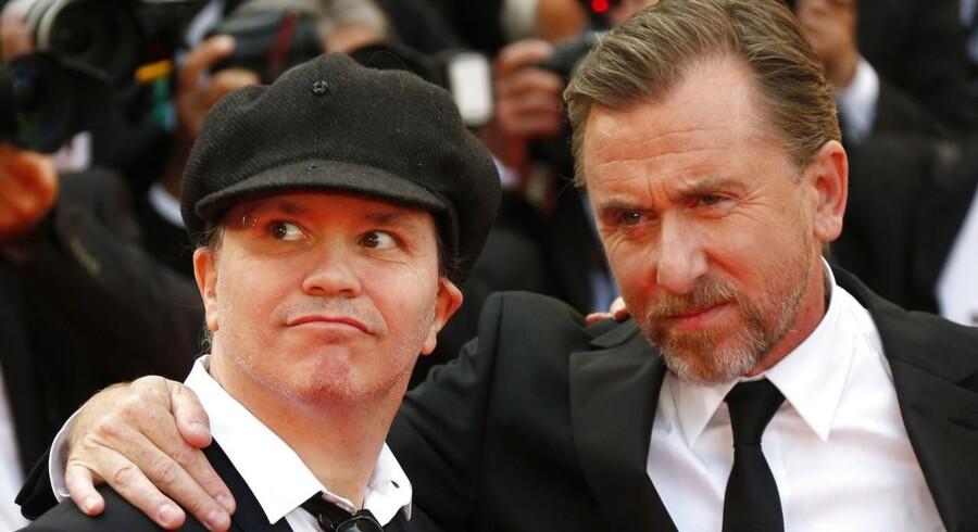"""Den franske instruktør Olivier Dahan og skuespilleren Tim Roth på den røde løber i Cannes, hvor de overværede åbningsfilmen """"Grace of Monaco"""", der har fået hård kritik. Foto: Reuters"""